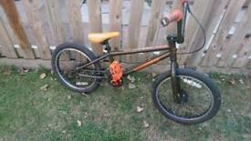 """Mongoose Pro 18"""" Wheel Bmx bike suit 6-9 Yr old"""