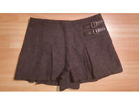 Topshop Grey Pleated Kilt Style Shorts Skorts Size 10 (EU 38 US 6) - Excellent Condition
