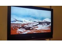 Panasonic LCD FULL HD 1080p TX-32LMD70 32inch Widescreen LCD TV with Freeview