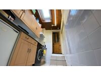 Spacious 1 Double Bedroom Flat with Living Room - Short stay Only