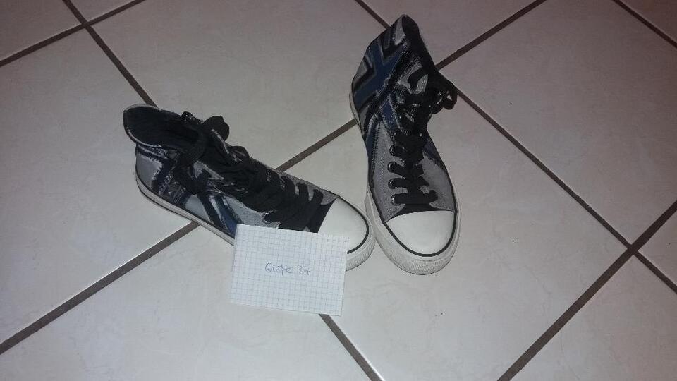 Sneakers kaum getragen in Saarland - Schiffweiler