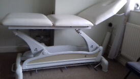 TREATMENT COUCH ELECTRIC MODEL ECOPOSTURAL C3533