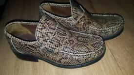 Men's Base Shoes Size 7