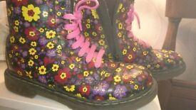 Dr Martens Girls flower 🌸 size 2 boots