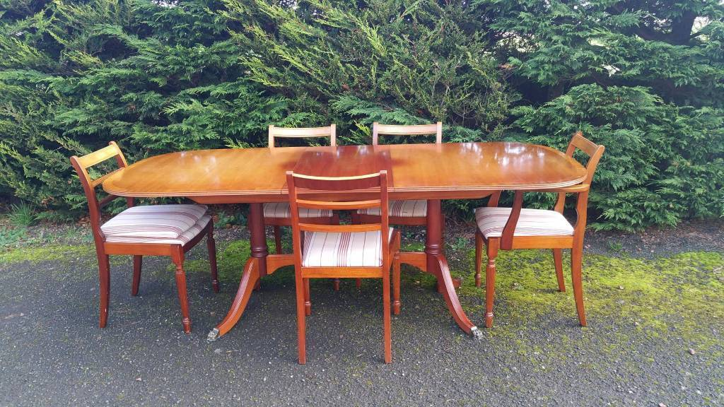 Dining Set Table & Chairs Yew Traditional. Christmas Dinner