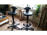 Pair of black bar stools excellent condition adjustable height , chrome foot rests