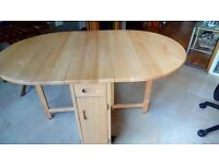 Drop leaf table containing 4 chairs
