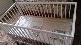 BABY COT WITH MATTRESS AND SIDE PROTECTOR