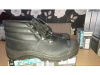 Brand new mens size 9 steel toe cap boots