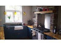 Large and bright double room to rent in family home including bills and cleaning