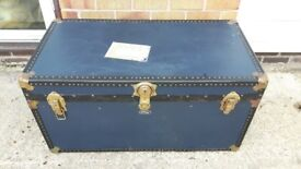 Vintage Trunk, Blue, good condition