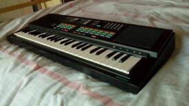 Yamaha PSS-470 | 49-Key Vintage Electronic Keyboard/Synthesizer + Carry Bag