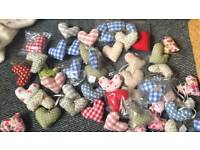 Job lot of hanging, peg and magnetic hearts