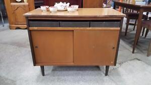 Commodes, armoires, highboy, tables de nuit, buffets, vaisseliers, garde-robes, bahuts - VINTAGE RETRO ANTIQUE et MODERN