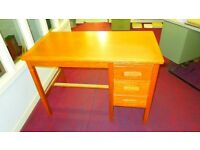Small oak desk from the 60s in good condition