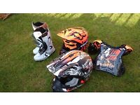 Kids fox mx helmet , thh toxic helmet wulf boots goggles thor armour and orange shift suit.