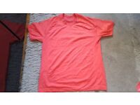 Lululemon Metal Vent SS Large Men's in Almost New Condition