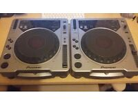 Pair of pioneer cdj 800