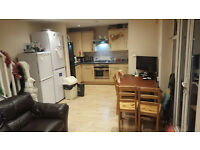 Shared room (2 people shareing 1 rm), clean calm house, onsuite toilet, 6 mins to Canning Town tube