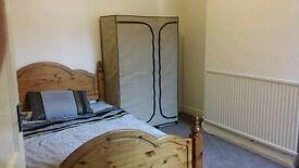 Lovely double room in Willesden green zone 2 for single use***Italian/Spanish speaker