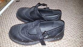 Womans size 7 black shoes