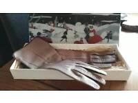 Vintage ladies leather gloves in origional box.