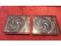 2 Numark TT-1520 Turntables