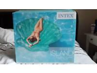 Intex giant inflatable seashell island float air mattress