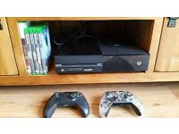 Xbox one +4 games & 2 controllers