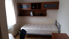Big single room Highwoods