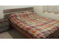 Bed frame IKEA Malm king size and 2 matching bedside tables!!