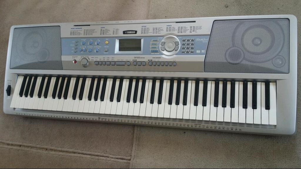 yamaha dgx 200 piano keyboard in great condition for sale 76 keys in addlestone surrey. Black Bedroom Furniture Sets. Home Design Ideas