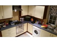 2 Bedrooms Flat with Separate Living Next to Woodford Station IG8 0HQ