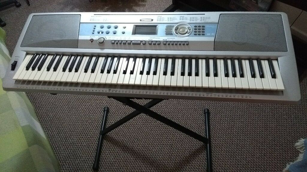 Yamaha keyboard Portable Grand DGX-200