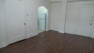 Bachelor Apartment Rental in Cathedral Area - 2601 14th Ave Regina Regina Area image 2