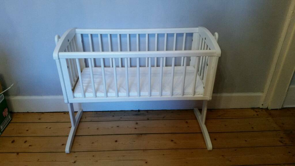 best loved da1ef 5a786 Mothercare white swing crib, mattress and 2 fitted sheets RRP ...