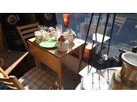 Drop-leaf table and 2 chairs set can deliver