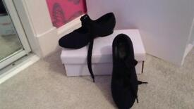Tap shoes size 12