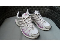 BNWOT Adidas Womens Response Trainers 6th Edition, Size 5. Really great too with it's colour ways!
