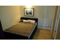 Double room with a balcony Battersea park (zone 2) Victoria station. short term