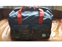 Mens / youths holdall by Herschel.