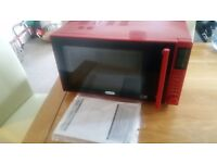 Delonghi Microwave 900W Nearly New still 9 Month guarantee