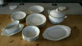 Chodziez Iwona White & Gilt China Set
