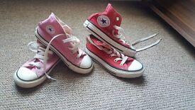2 pairs of kids converse