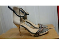 WOMENS RIVER ISLAND SIZE 5 HEELED SHOES, new