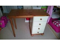 Dressing table for sale, £20.