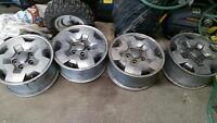4 Chevrolet 16 alloys with center caps
