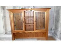 cotswold collecton pine dresser top.glass doors,glass shelves and lighting. lovely condition
