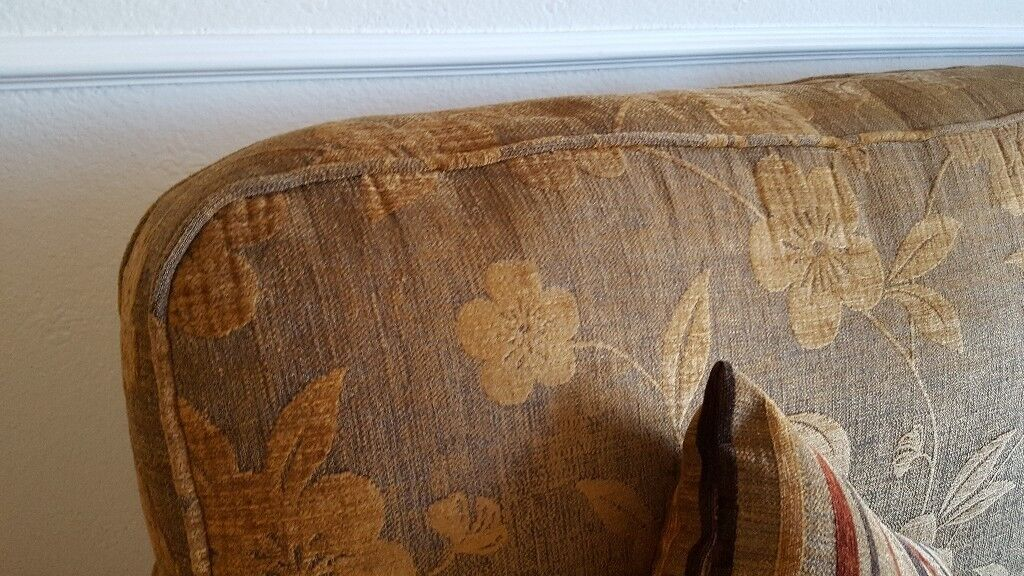 3 Piece Suitein Portadown, County Armagh - 3 piece suite in great condition. Hard wearing fabric. Easy kept pattern.£325 ono