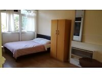 ** Undergoing Refurbishment ** LARGE Double Room / Shadwell Area, Minutes From The City / Avail NOW
